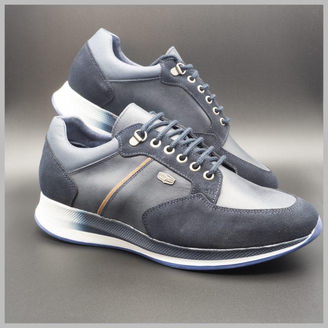 Zapatillas deportivas impermeables de lujo color azul. BAY Mallorca 2021. Vista perfil.
