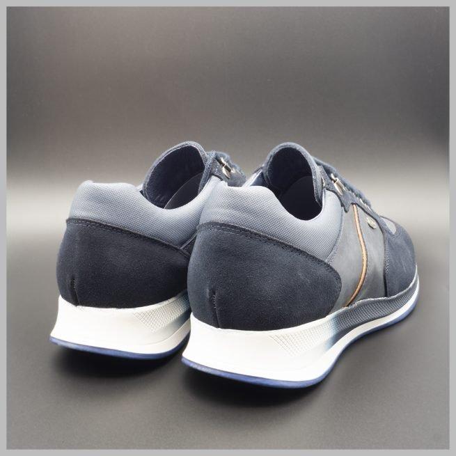 Zapatillas deportivas impermeables de lujo color azul. BAY Mallorca 2021. Vista talones.