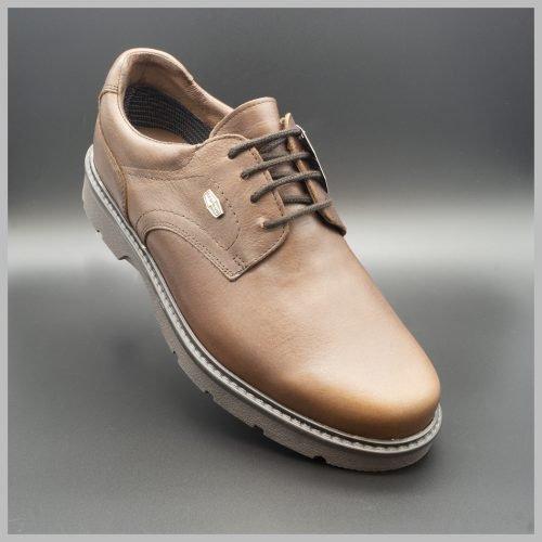 Derby impermeables de cuero marrón. Zapatos tecnológicos de lujo. BAY Mallorca 2020.