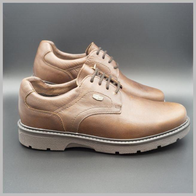 Derby impermeables de cuero marrón. Zapatos tecnológicos de lujo. BAY Mallorca 2020. Vista de perfil par.